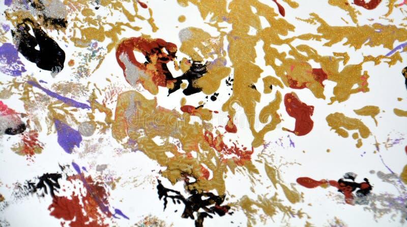 Måla abstrakt bakgrund för guld- gröna röda vita purpurfärgade fläckar arkivbild