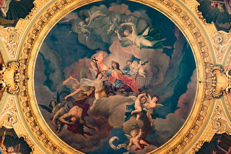 Måla det dekorerade taket av en forntida Christian Cathedral royaltyfri fotografi