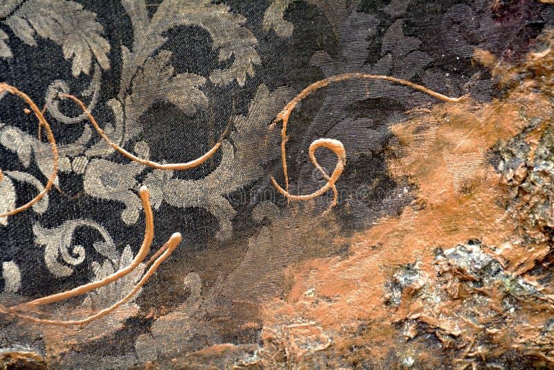 Måla guld- färger för orange textilgrunge, borsteslaglängder, hypnotisk bakgrund för organisk textil royaltyfri fotografi