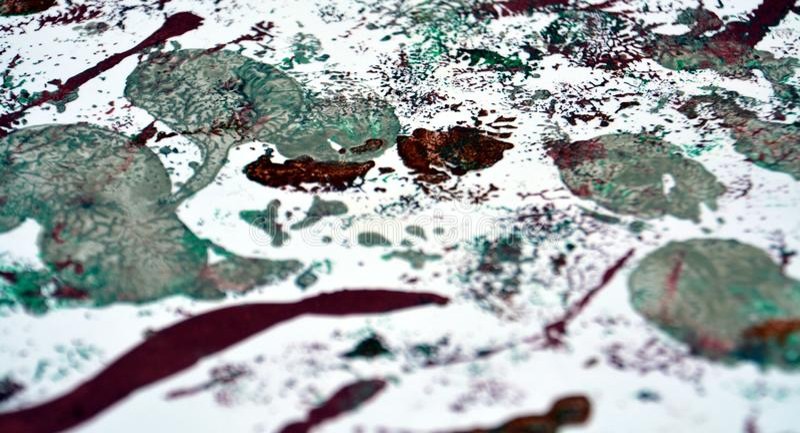 Måla purpurfärgad abstrakt bakgrund för silver arkivfoto