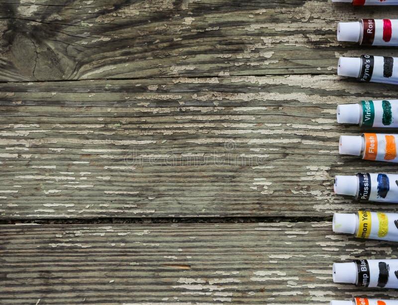 Måla rör, borstar för att måla och palettknivar royaltyfri fotografi