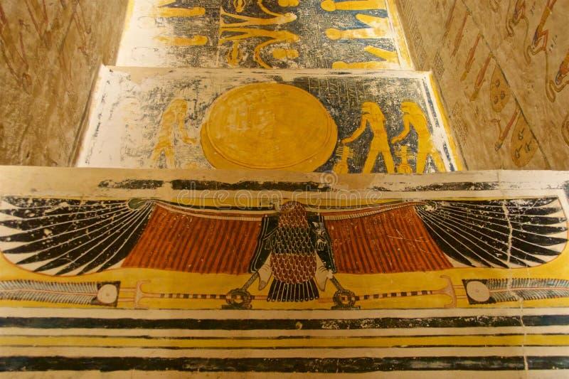 Måla som finnas i gravvalvet av konungen Tut i dalen av konungarna i Luxor, Egypten royaltyfria foton