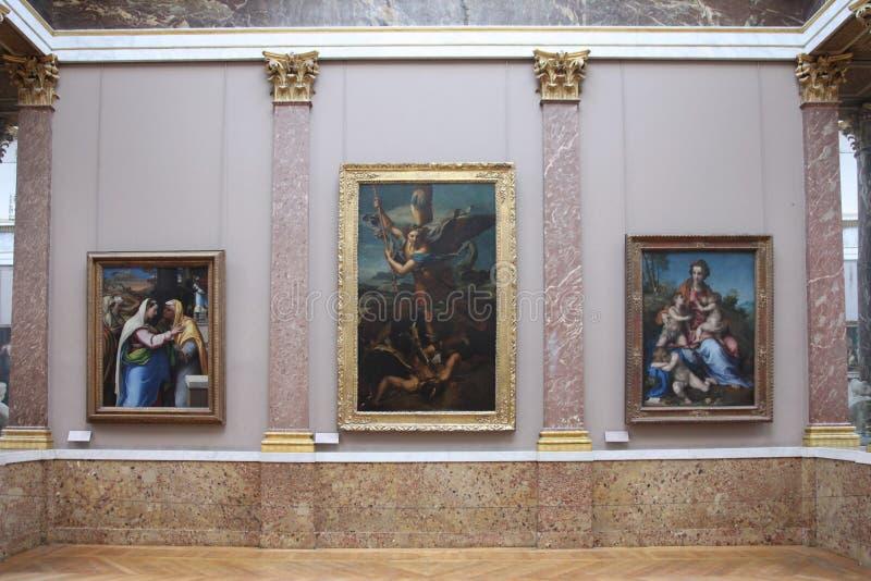 Måla vid den Raphael Santi `-ärkeängeln Michael och jäkel`en 1518 och andra målningar i korridoren luftventil royaltyfri foto