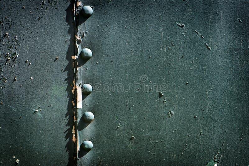 Målad fastnitad metall arkivfoto