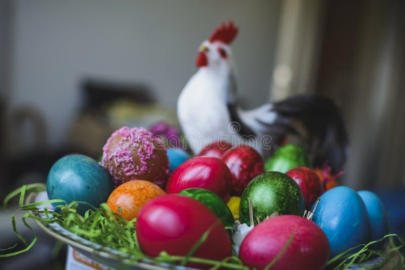 Målad och dekorerad färgrik och abstrakt composi för easter ägg, royaltyfri foto