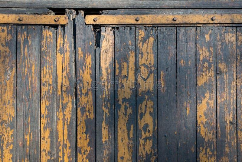 Målad träguling för lantlig gammal sliten dörrbakgrund arkivbilder