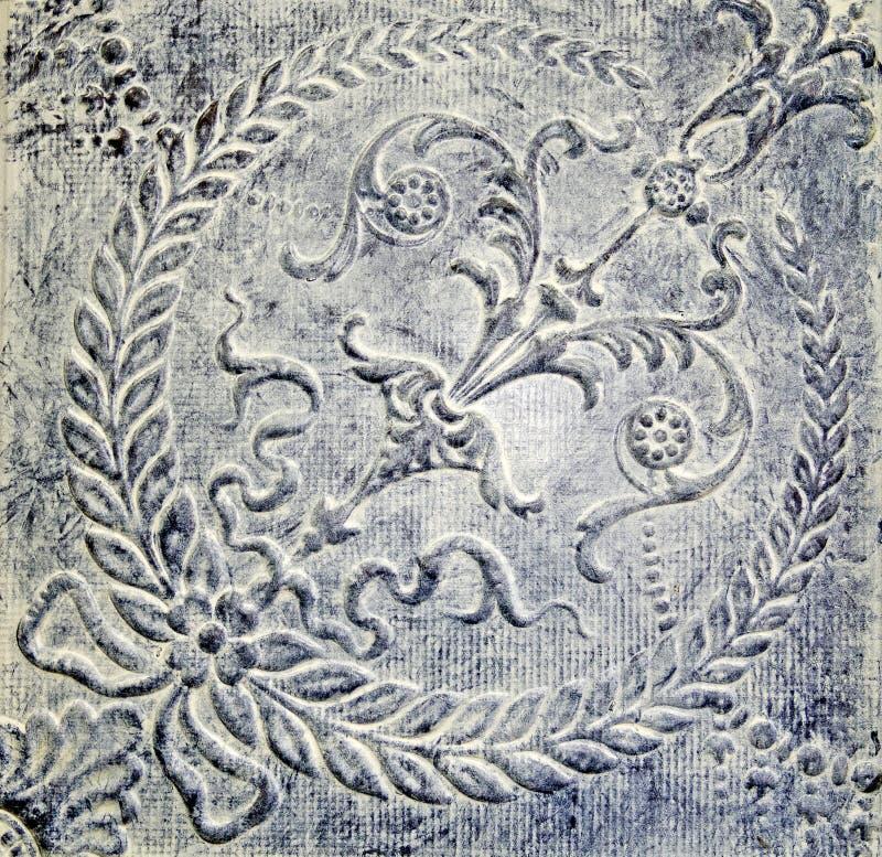 Målad utsmyckad tenn- takplatta för antikvitet blått royaltyfria foton