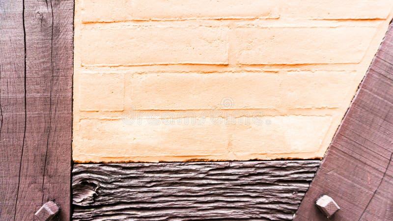 Målad vägg för halv ram i stad arkivfoton