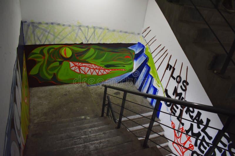 Målade väggar på inre trappa royaltyfri fotografi