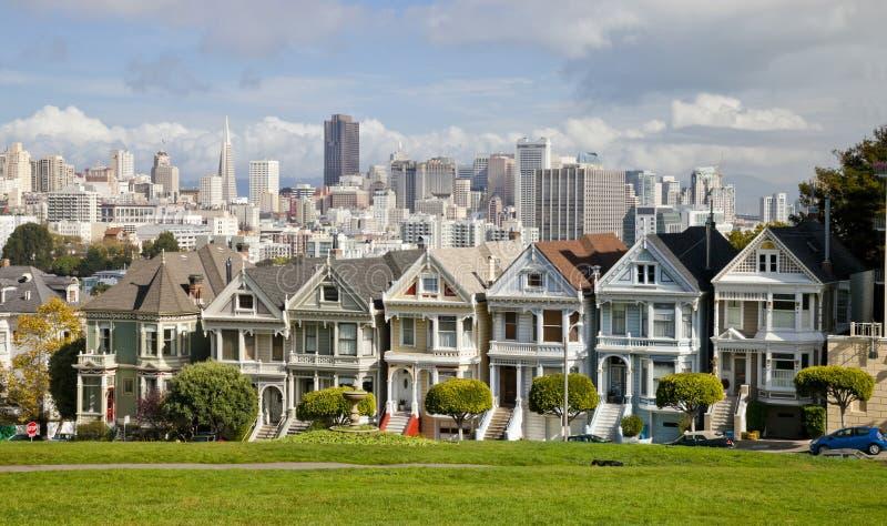Målade viktorianska hus för damer, San Francisco, USA royaltyfri fotografi