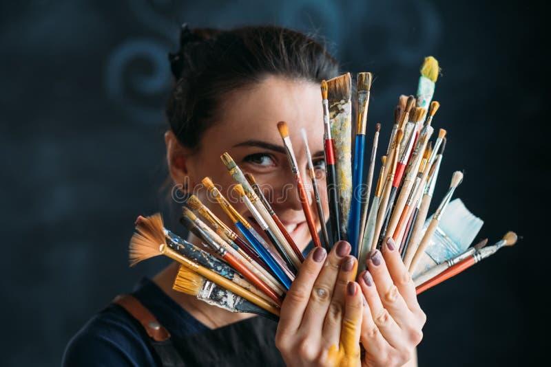 Målare för kvinna för talang för hjälpmedel för konstnärkonsttillförsel royaltyfria bilder