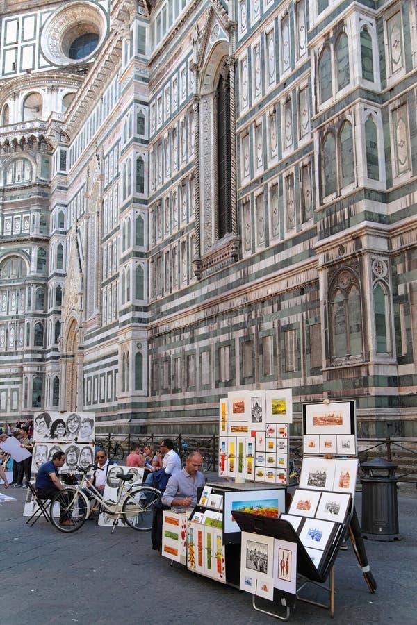 Målare framme av Florence Cathedral arkivbilder