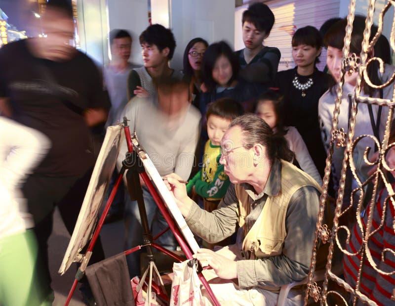 Målare som försiktigt arbetar på den zhongshan vägen royaltyfri fotografi