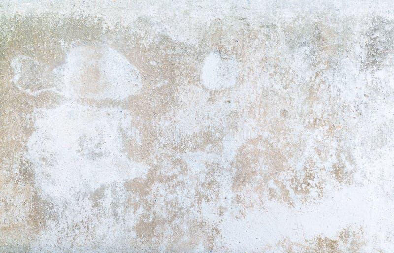 Målarfärgen skalar av och att falla ifrån varandra, den skadade väggen arkivbilder