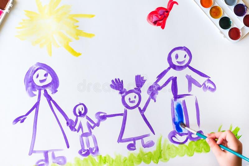 Målarfärger för hand för barn` s skissar av familjen royaltyfria bilder