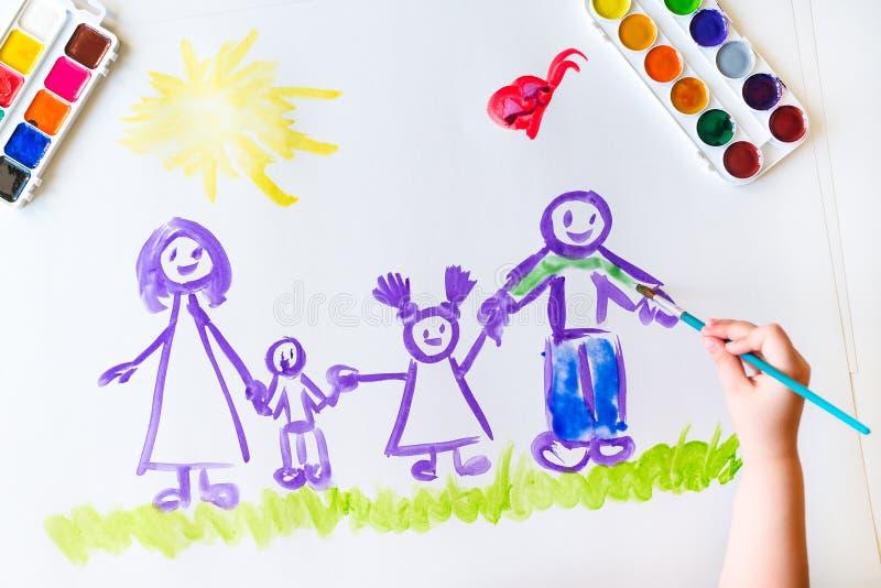 Målarfärger för hand för barn` s skissar av familjen fotografering för bildbyråer