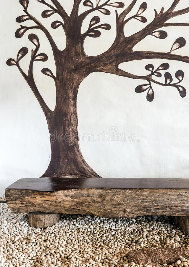 Målarfärgvägg med det bruna trädet royaltyfri fotografi