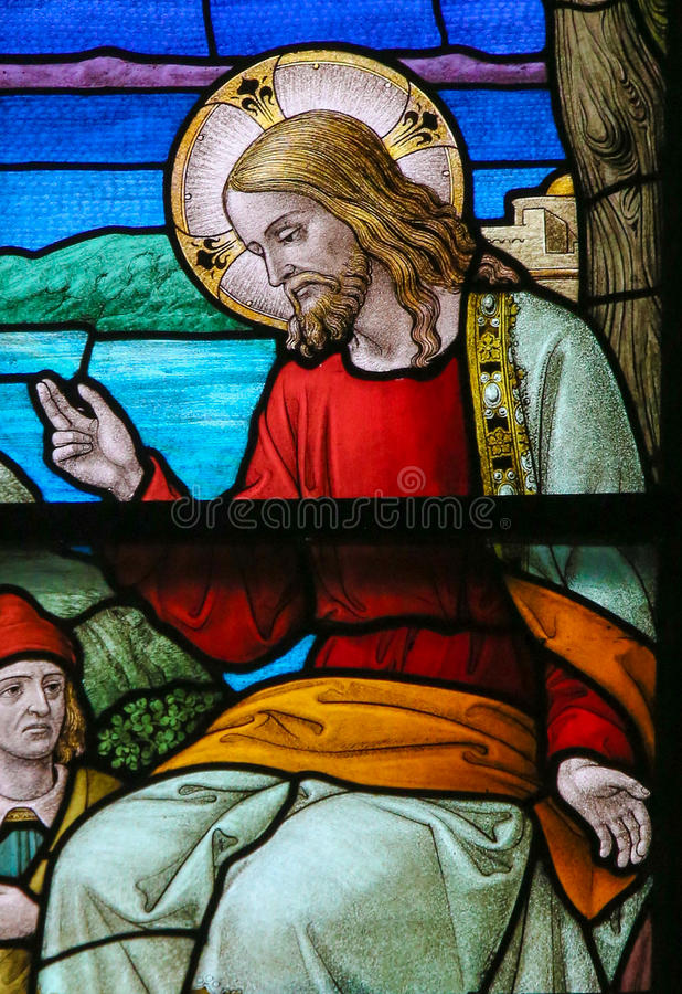 Målat glass av Jesus Christ i den Mechelen domkyrkan royaltyfri foto