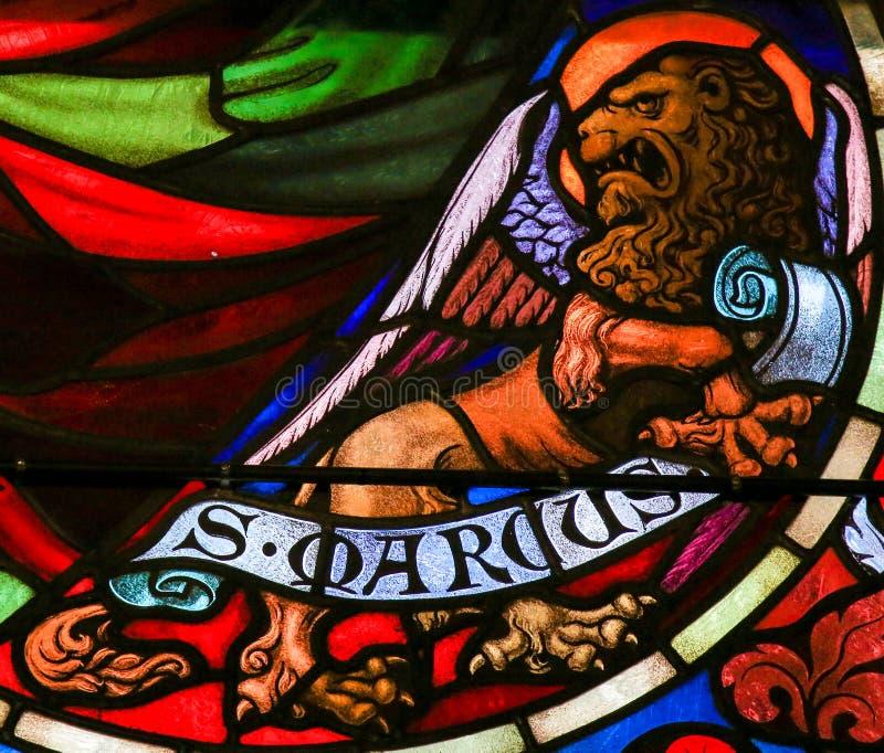 Målat glass av St Mark evangelisten arkivbilder