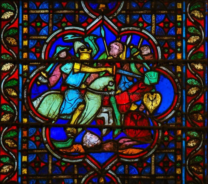 Målat glass i Notre Dame, Paris av en medeltida strid royaltyfria foton