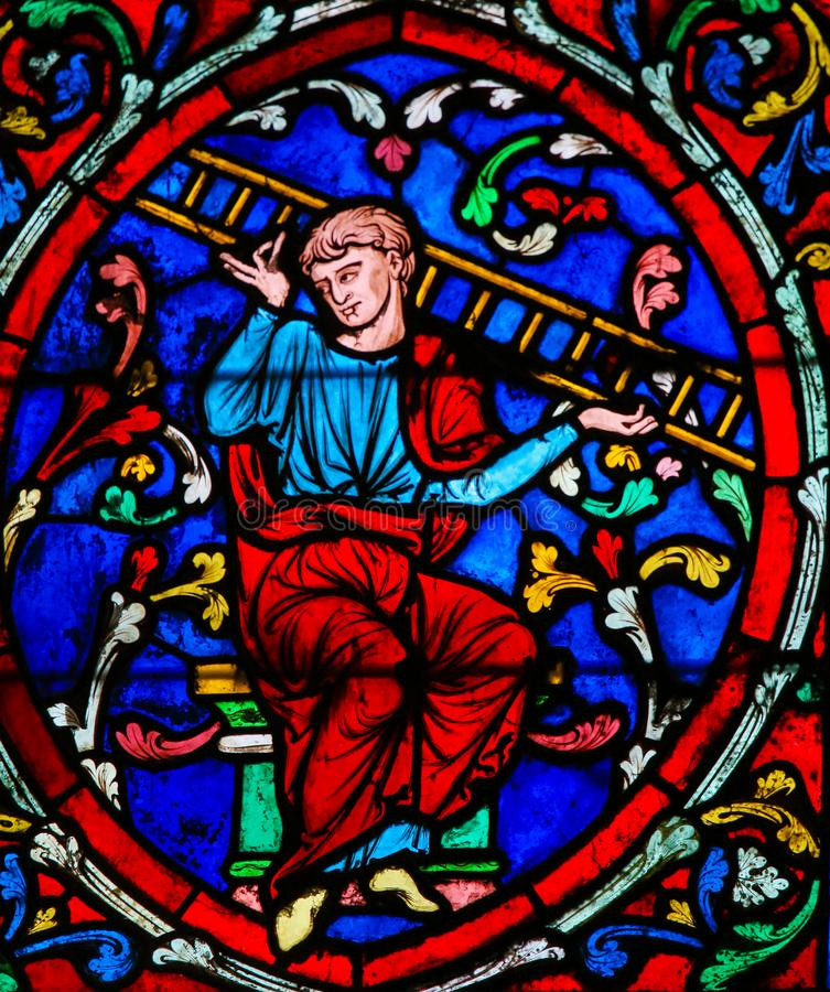 Målat glass i Notre Dame, Paris av Jacob och hans stege royaltyfria foton