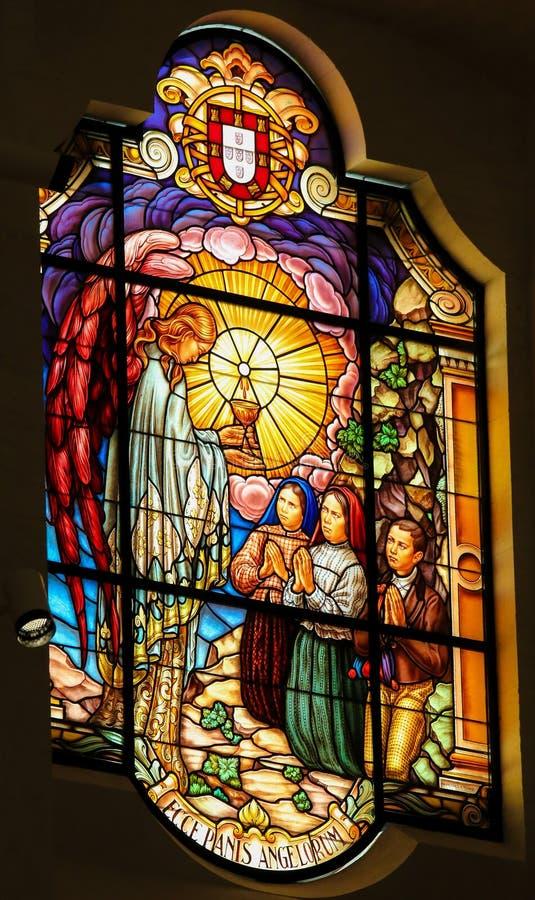 Målat glass - skåda brödet av änglar - Fatima, Portugal vektor illustrationer