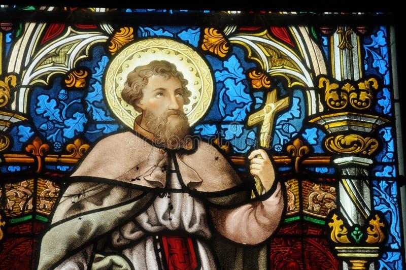 Målat glassfönster av den Vigny kyrkan royaltyfri bild