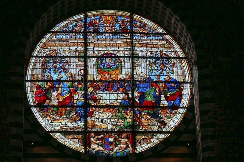 Målat glassfönster av Duomodina Siena Storstads- domkyrka av Santa Maria Assunta tuscany italy arkivbilder