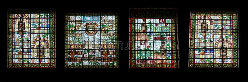 Målat glassfönster. Benedictineslottmuseum i Fecamp arkivbilder
