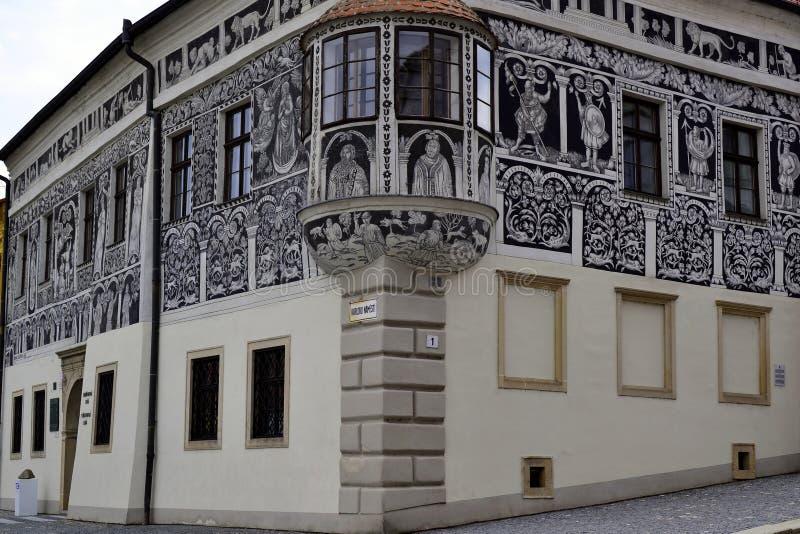 Målat hus på en Charless fyrkant, Trebic, Tjeckien royaltyfria bilder