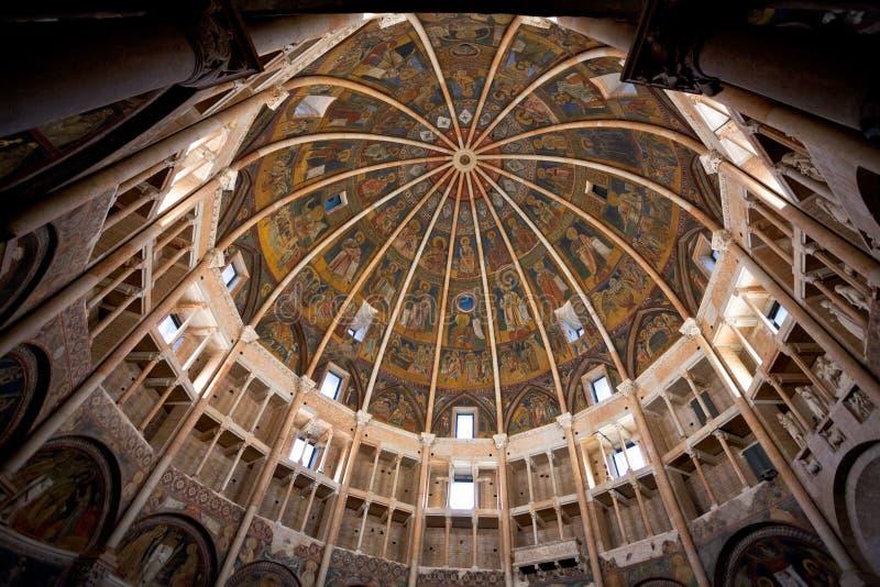 Målat kupoltak av baptisteryen av Parma royaltyfria bilder
