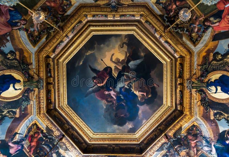 Målat tak av slotten av Vaux le Vicomte royaltyfri foto