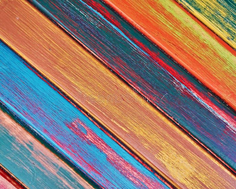 Målat trä gör randig closeupen, färgrik bakgrund royaltyfri foto