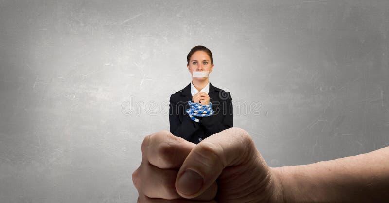 Mållös kvinna med trötta händer arkivfoto