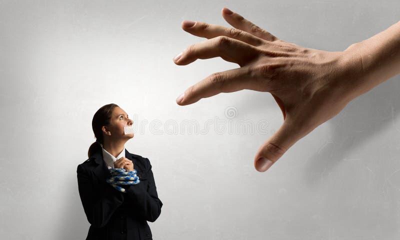 Mållös kvinna med trötta händer arkivfoton