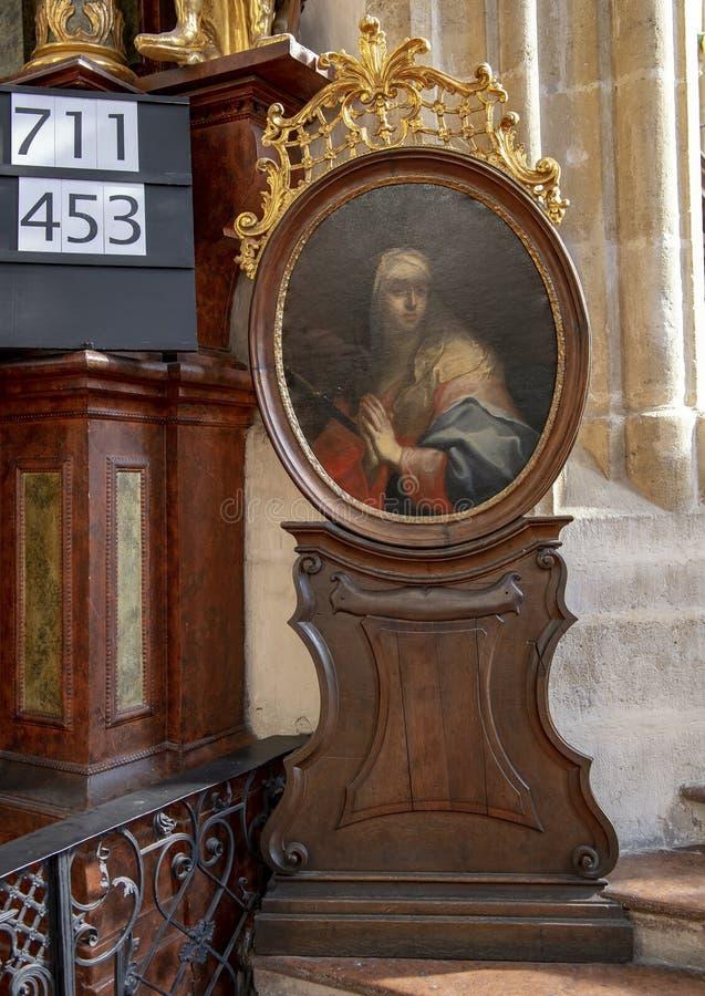 Målning av den välsignade oskulden Mary, inre Piarist kyrka, Krems på Donauen, Österrike royaltyfria bilder