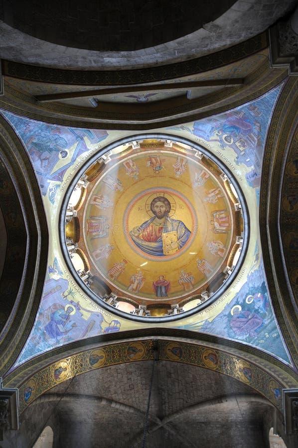 Målning av Jesus Christ på kupol av kyrkan fotografering för bildbyråer