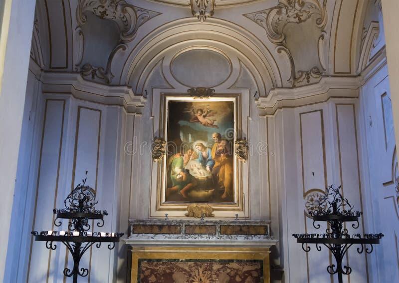 Målning av Mary och behandla som ett barn Jesus ovanför ett altare inom basilikahelgonet Maria i Trastevere arkivbild