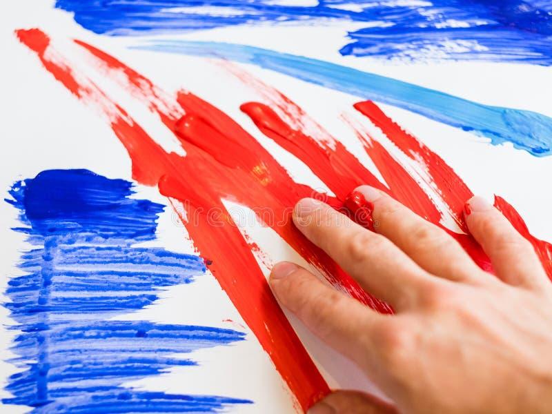 Målning för finger för modern konstterapiabstrakt begrepp royaltyfri fotografi