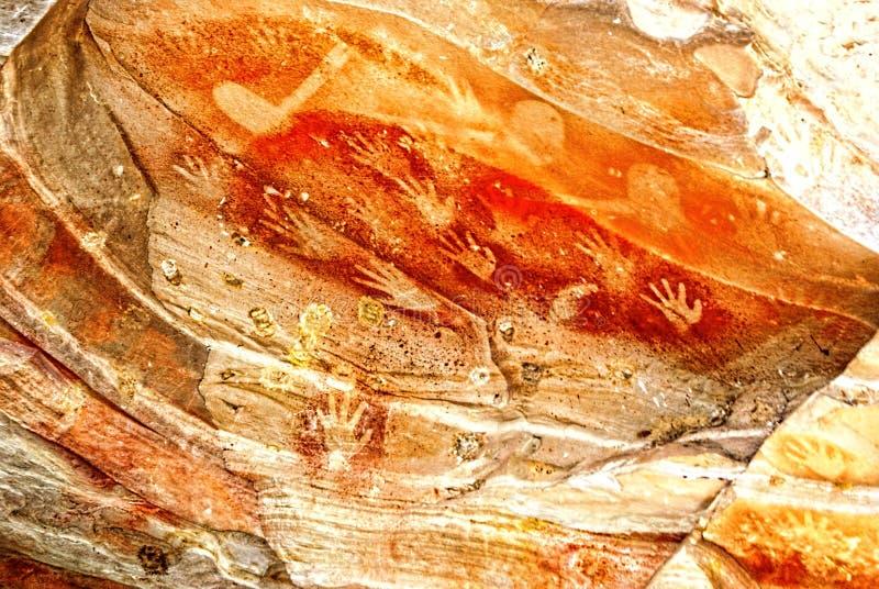 Målning för ockragrottahand royaltyfri foto