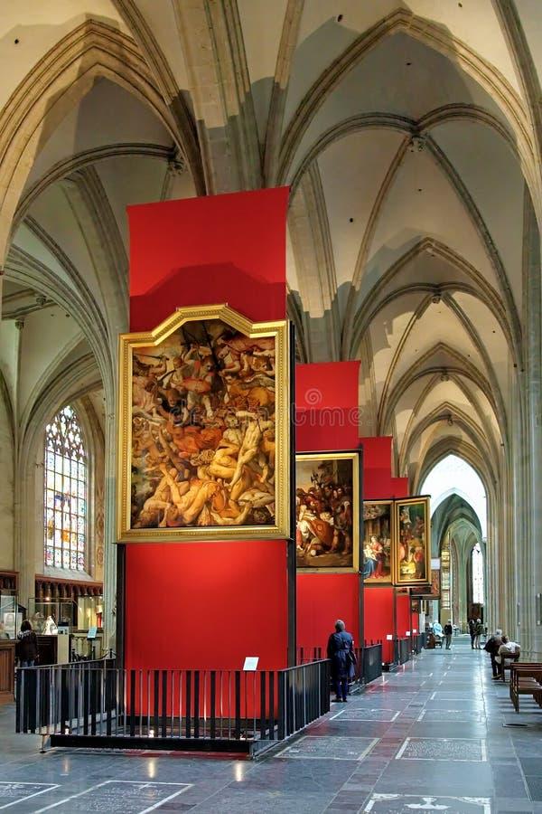 Målningar av Peter Paul Rubens i den Antwerp domkyrkan arkivfoton