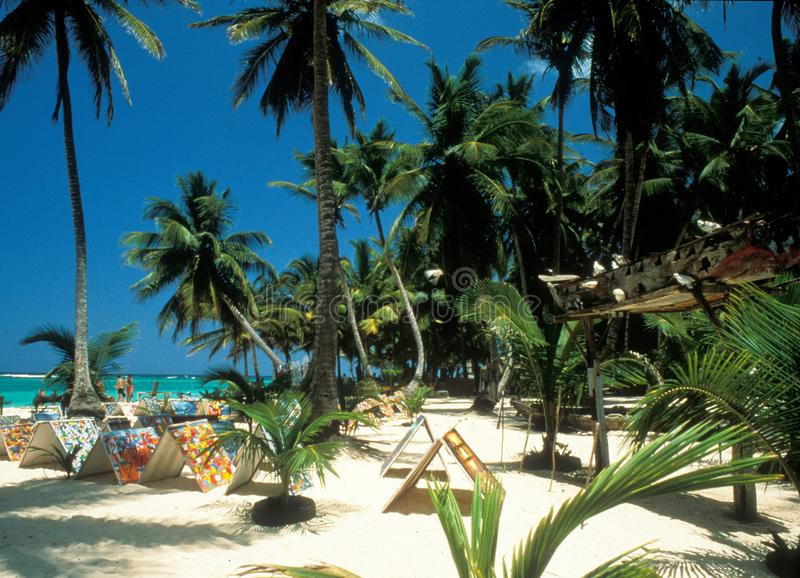 Målningar från Haiti handlade på stranden av Punta Vana i gör royaltyfria bilder