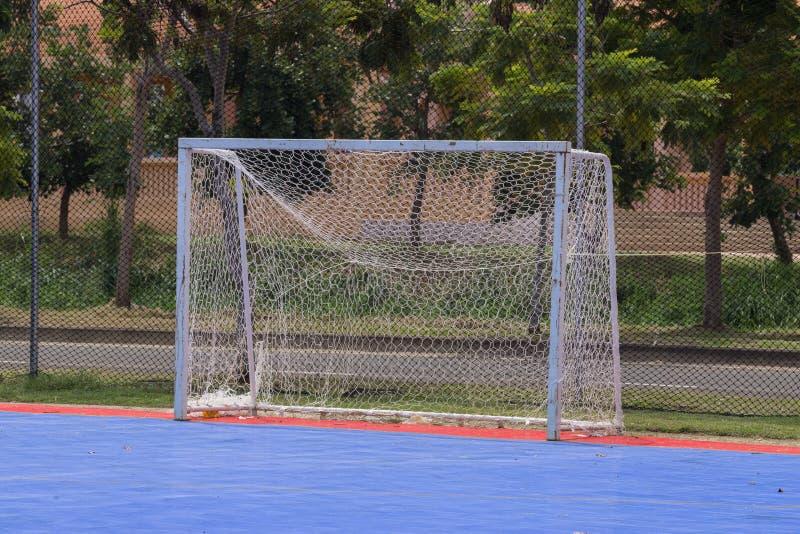 Målstolpe i futsal domstol royaltyfri bild