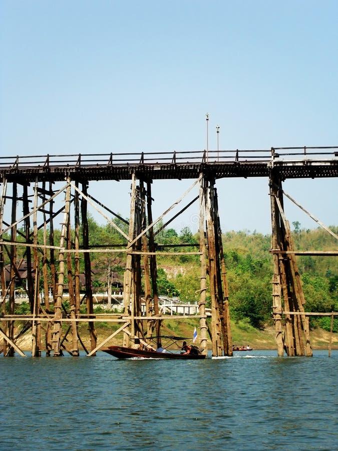 måndag bro, teakträträ på Sangkhlaburi, Kanchanaburi, Thailand arkivfoto