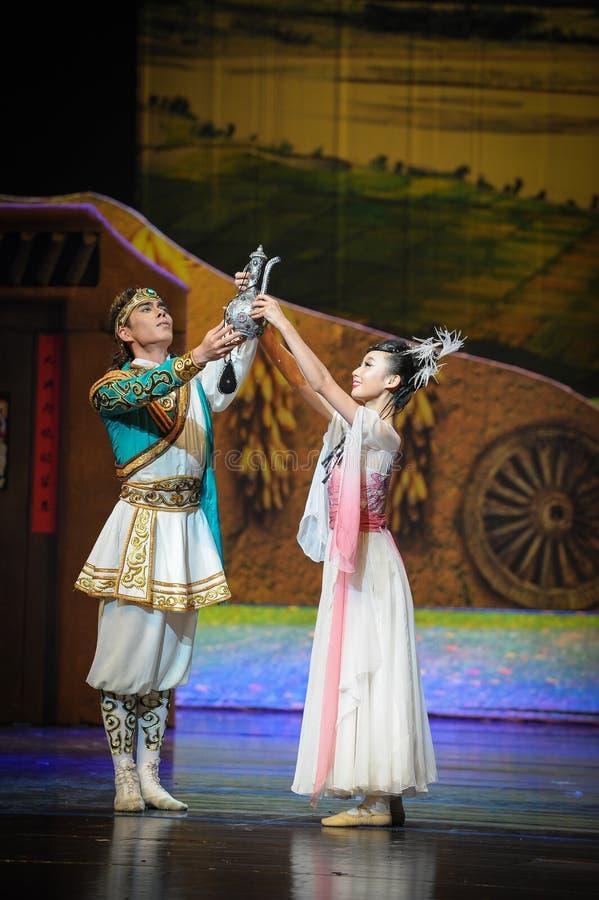 Måne för balett för skattkrukaförpliktelse-Hui över Helan royaltyfri foto