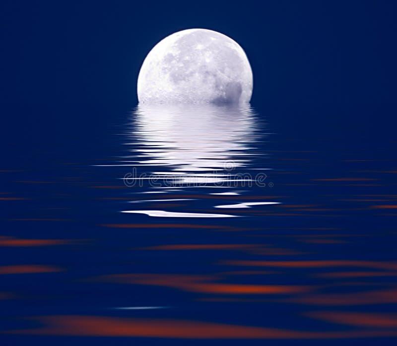 Måne som stiger över vatten med effekter royaltyfri illustrationer