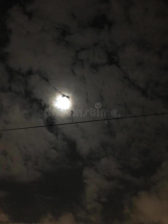Måne under nattetid royaltyfri fotografi