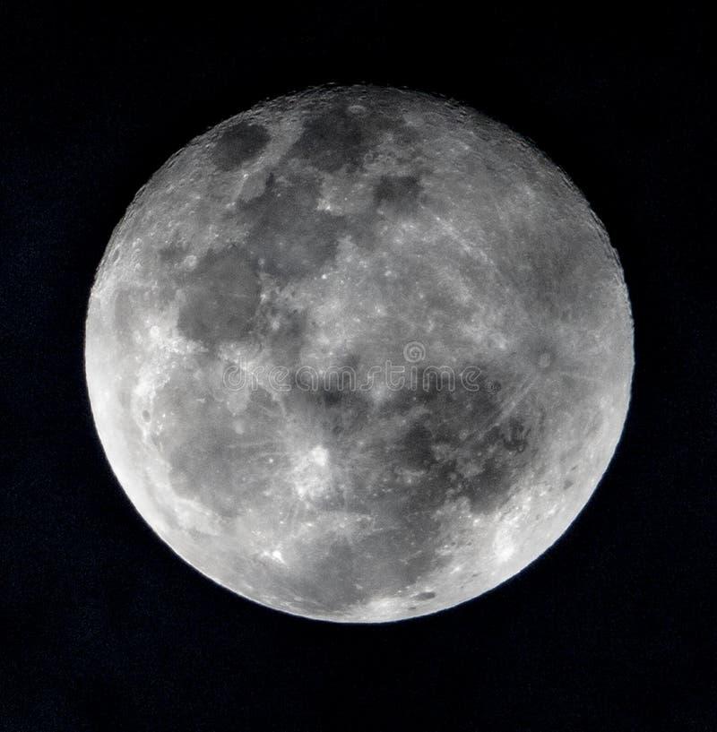 Månen, fullmåne zoomade bilden royaltyfria bilder