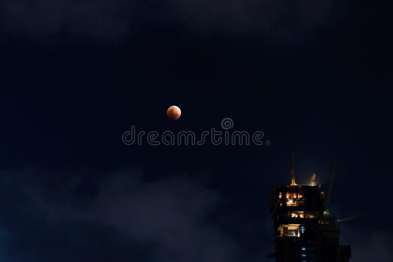 Månförmörkelse - toppen måneförmörkelse för blått blod arkivfoto