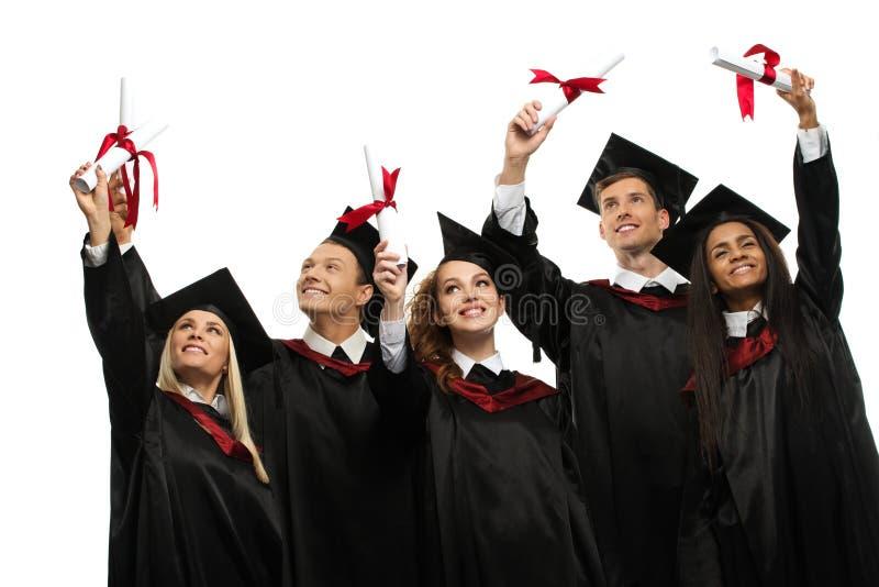Mång- folkgrupp av graderade studenter royaltyfri foto